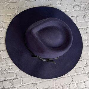WITCHERY   Navy woollen hat